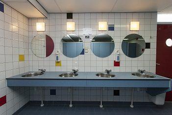 Doucheruimte en toiletruimte