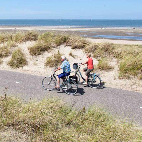 fietsen door de duinen